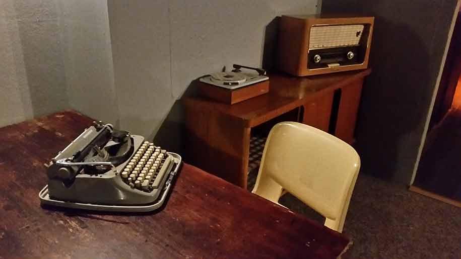 radbar-typewriter-radio